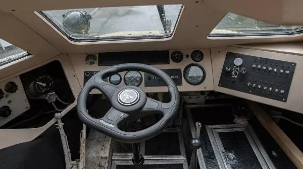 Погодные условия стали причиной затопления бронемашины в Керченском проливе
