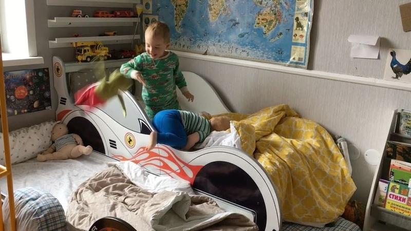 """💡Мама в деле💪🏻 Монтессори дома on Instagram ❓❓❓Какую выбрать кроватку для двоих маленьких детей 🙈 Давно обещаю показать нашу 🚗🚙🚕 Смотрите коротенькое видео👀 И спасибо за лайк ❤️😘😘 У…"""""""