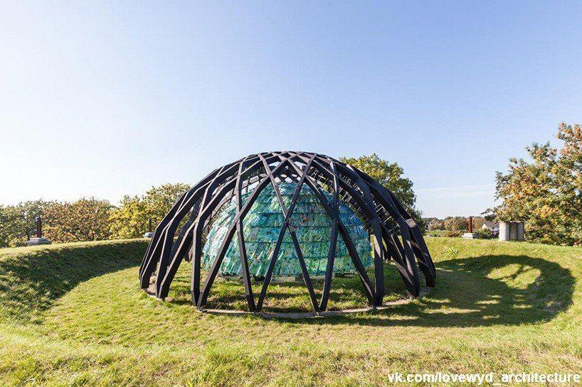 бюро SLA добавили купол в 'fort asperen', музее  современного искусства в Нидерландах.