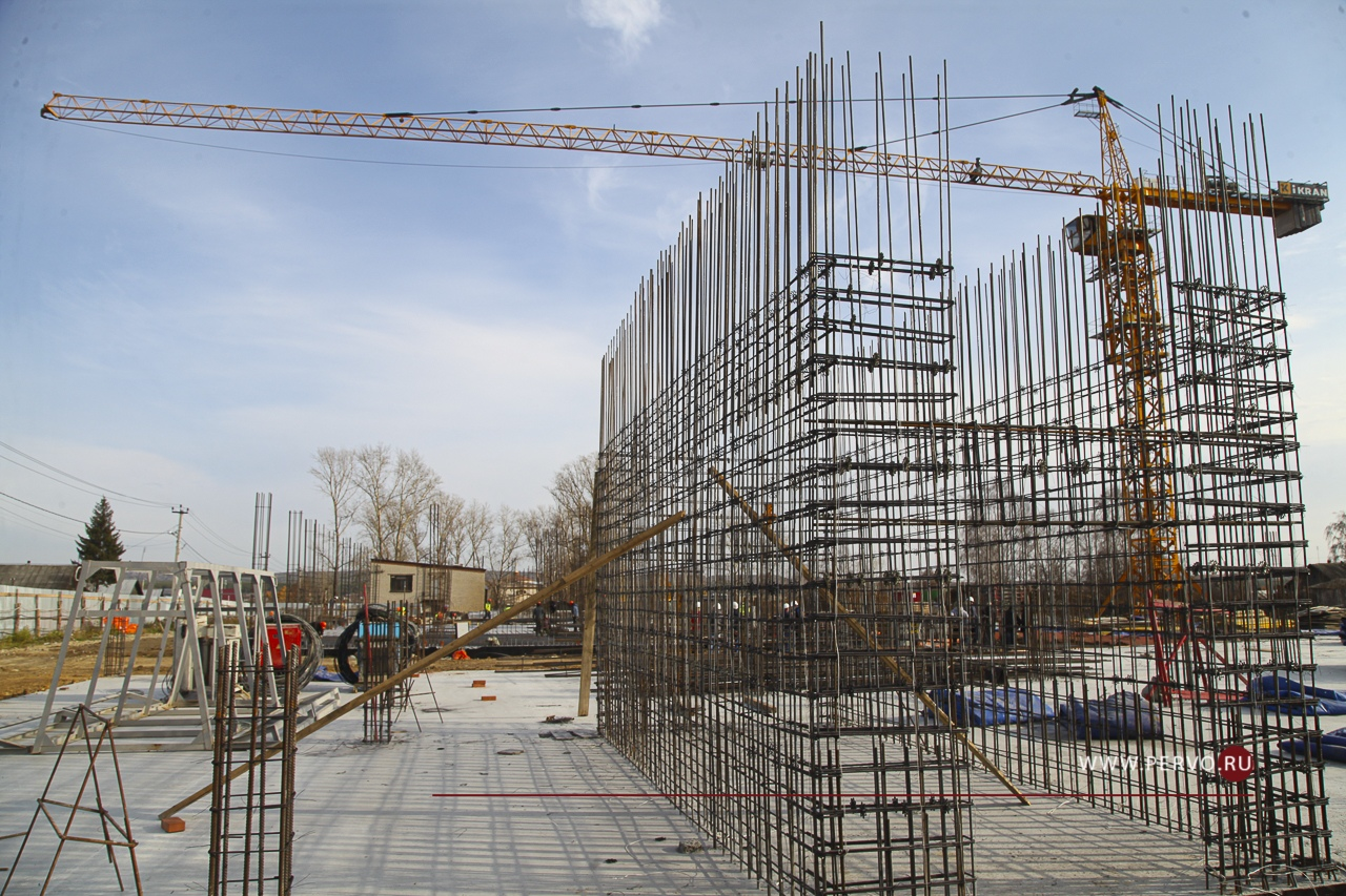 В городском округе Первоуральск на территории будущей школы в поселке Билимбай подрядной организаций уже выполнены работы по разработке котлована, прошли динамические и статические испытания свай.