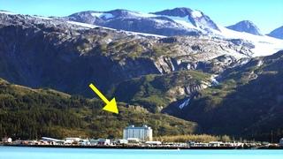 Почему жители этого города живут в одном доме? Изолированный между горами и морем - Уиттиер, Аляска.