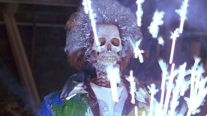 Марв отмывается от краски Один дома 2 1992 год