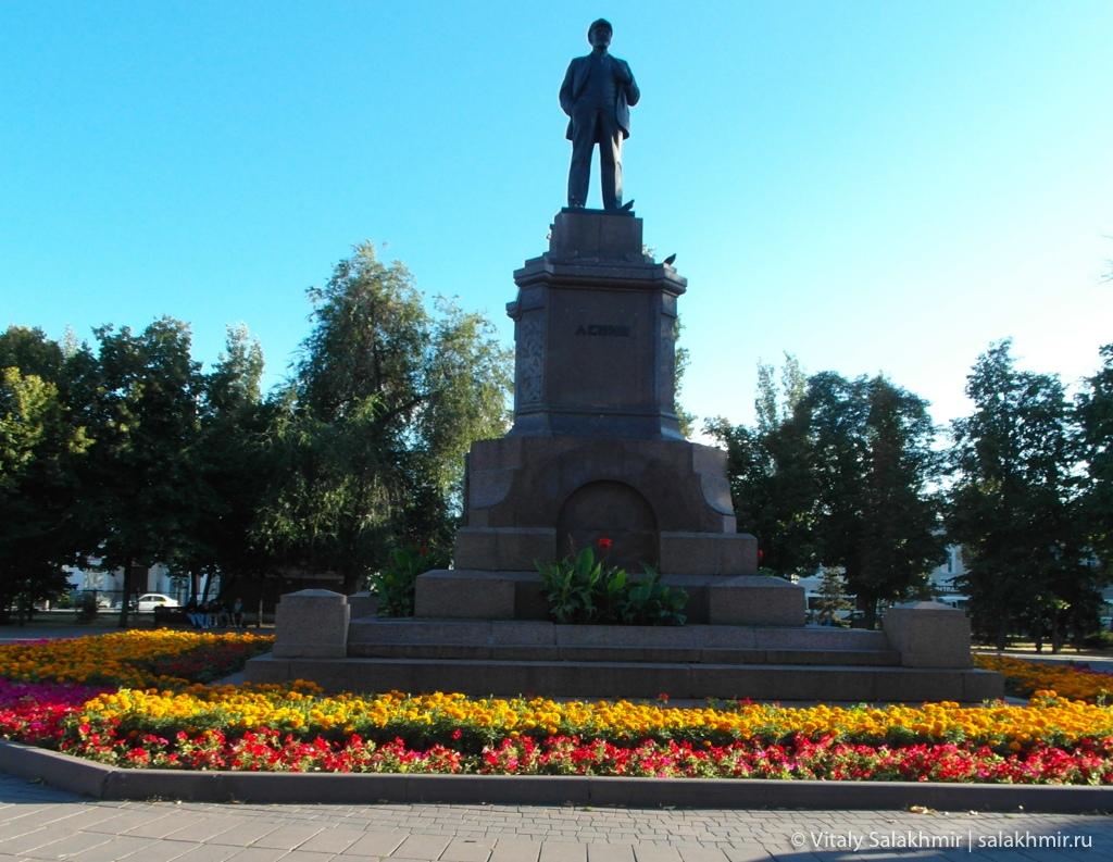 Памятник Ленину на площади Революции в Самаре 2020