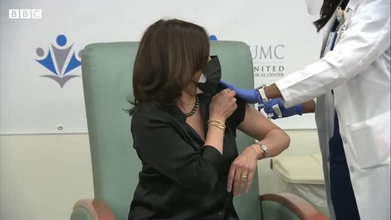 Вице президент США Камала Харрис кольнулась вакциной Модерна Kamala Harris receives Moderna Covid vaccination