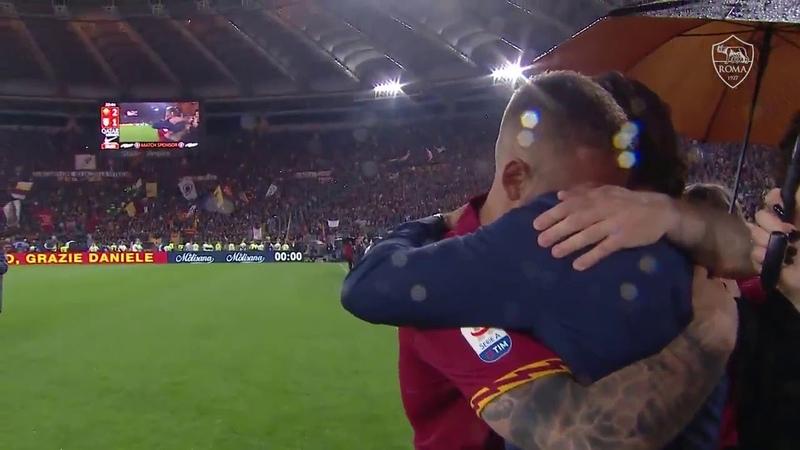 L'abbraccio emotivo di De Rossi e Totti