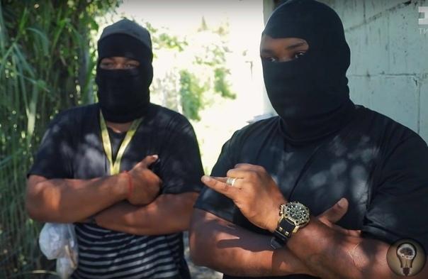 Заповеди Красной команды - одной из трёх самых главных банд Бразилии, заправляющих всем наркобизнесом: 1. Не желай чужую жену.2. Не стучи в полицию (за это сразу смерть).3. Не воруй внутри