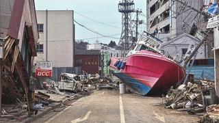 Powerful M7.1 EARTHQUAKE Hits near of Honshu, Japan. Danger of a TSUNAMI at Fukushima / Disasters.