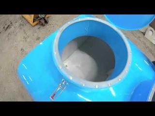 двухкамерная ёмкость-термос для перевозки молока.
