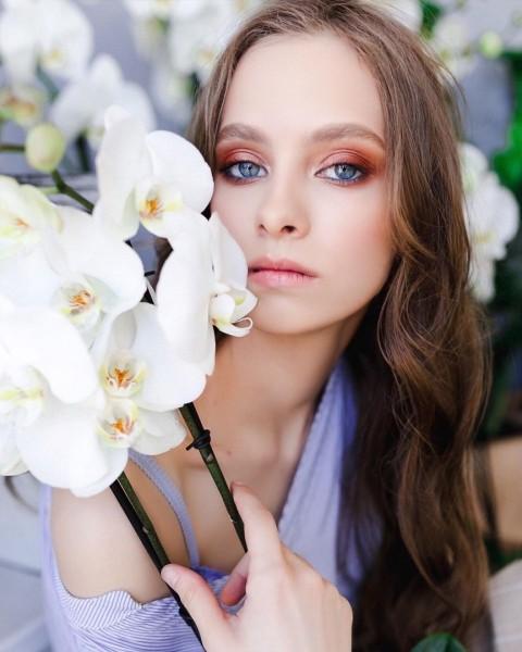 Модное окрашивание на средние волосы в Красноярске