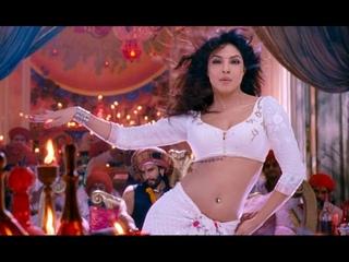 God looking Priyanka Chopra