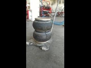 Пневматический домкрат, поднимает вес до 3 тонн