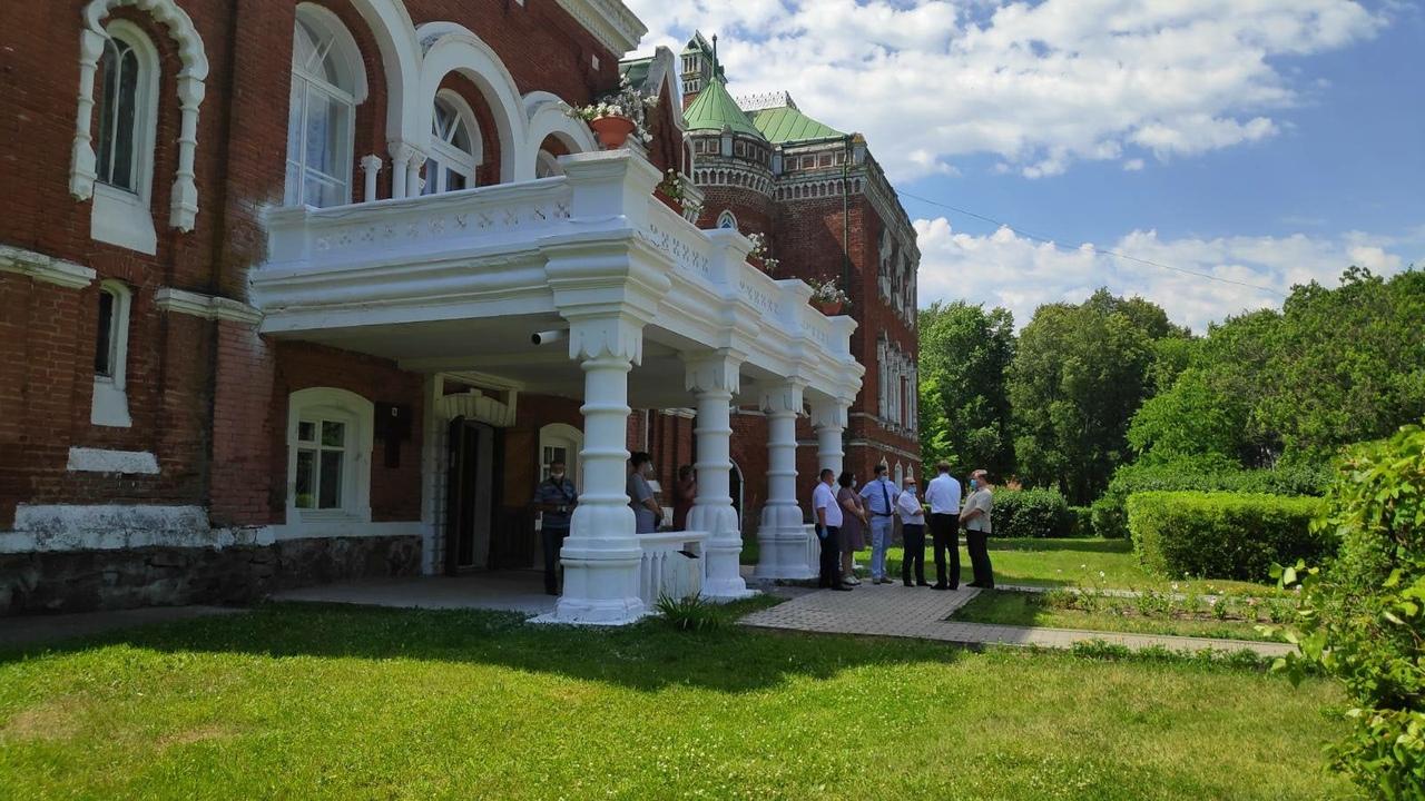 Член Совета Федерации от Марий Эл Константин Косачев посетил замок Шереметева
