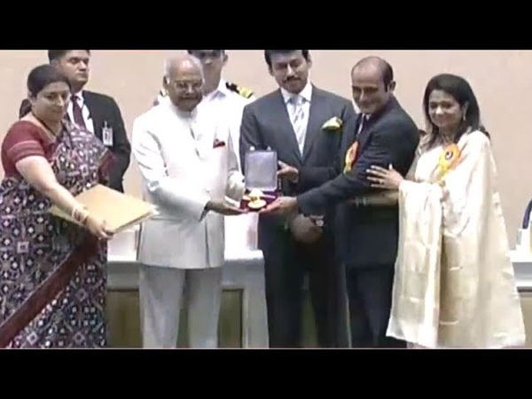 Akshaye Khanna receives Dadasaheb Phalke award on behalf of late Vinod Khanna