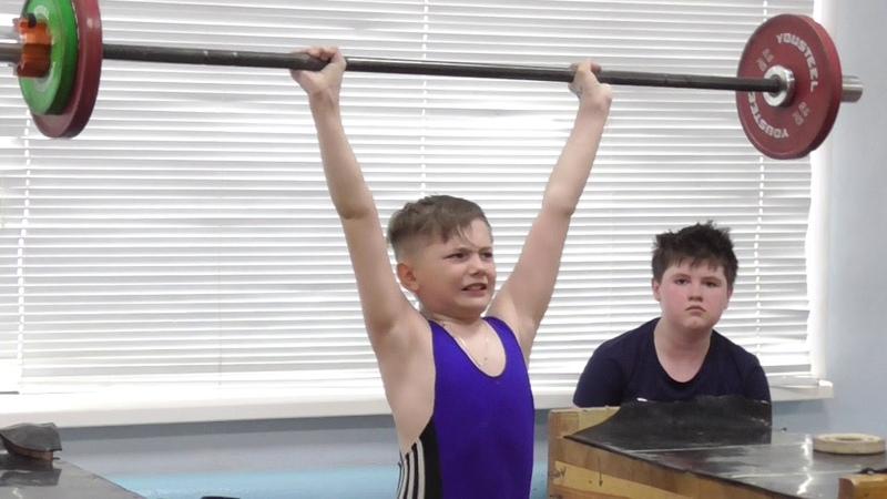 Паньшин Артём, 11 лет, вк 33 Толчок с высоких плинтов 17 кг 2 по 2 раз
