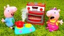 Peppa y George juegan a ser cocineros. Cocina de juguete para niños. Vídeo infantil