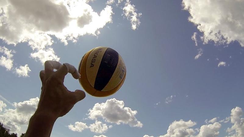 Пляжный волейбол от первого лица. GoPro. Разминка с мячом.