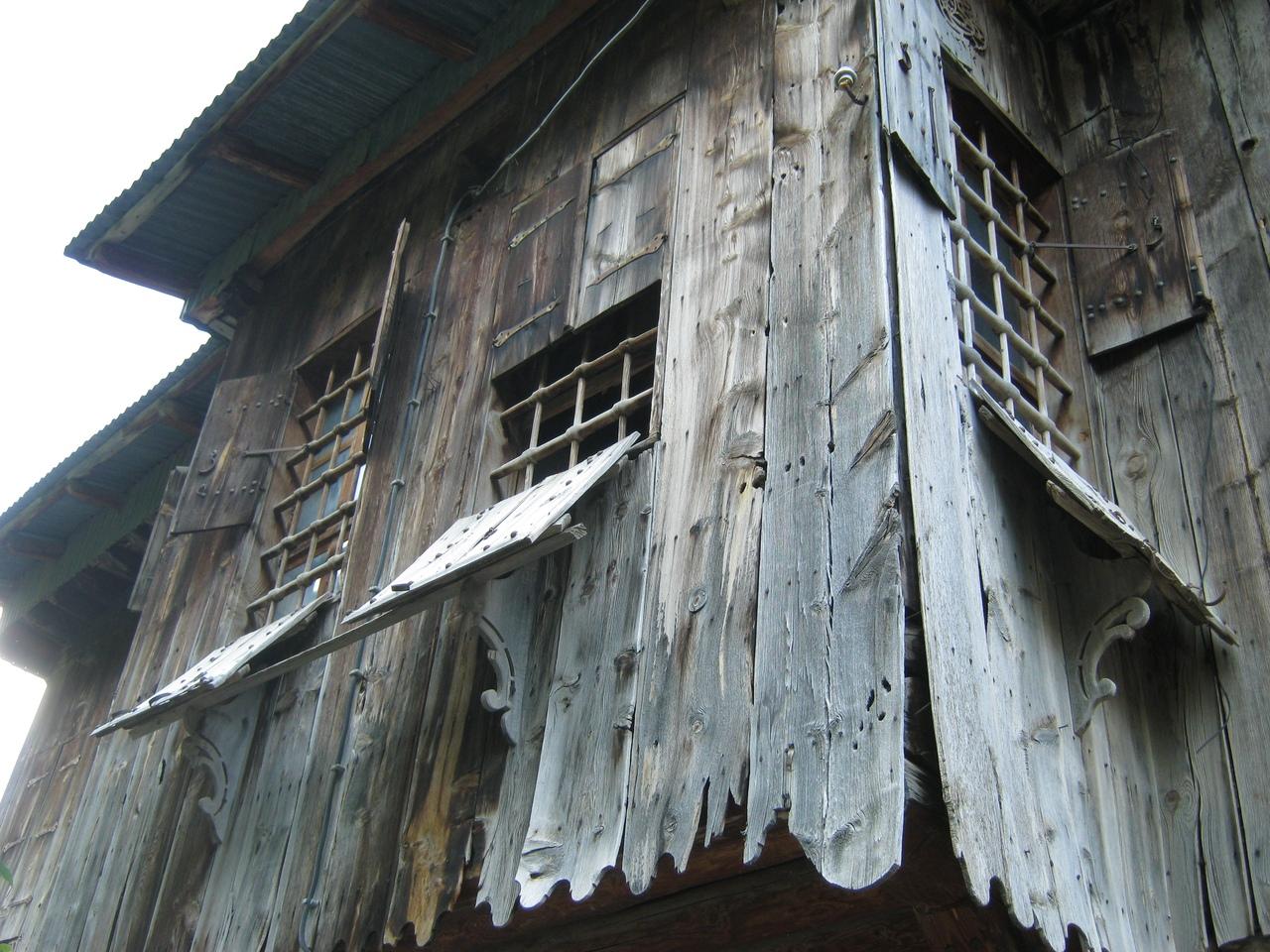 Уникальный старинный стиль оконных дверей-створок в Кемалийе