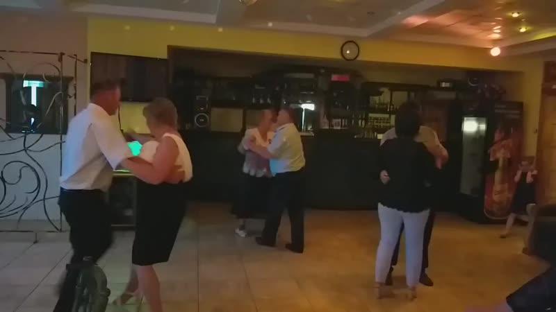 Богдан танцює з Валею Тарнавською.