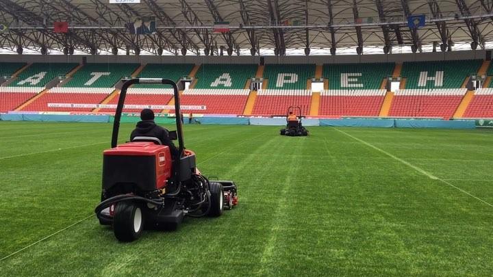 Агрономы Ахмат Арены готовят поле к последнему матчу 2018 года
