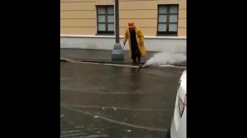 В Московском регионе сильная гроза и порывистый ветер За два часа выпала почти треть месячной нормы осадков