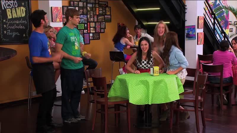 Angie y las chicas cantan ¨Veo Veo¨ Momento Musical Violetta 49 серия