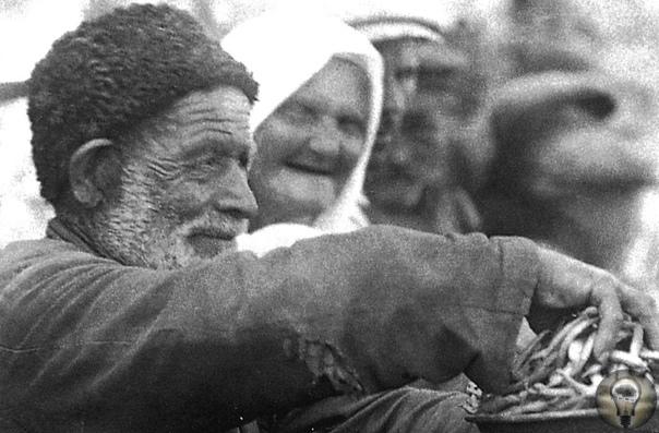 КАК ЖИЛИ КРЫМСКИЕ ТАТАРЫ В НАЧАЛЕ XX ВЕКА. Ч.-1 Редкие ретрофотографии, сделанные в 20-х годах прошлого века в Бахчисарае.Греки, итальянцы, скифы, печенеги, половцы, ногаи, таты население Крыма