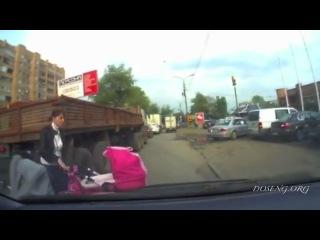 Глупые мамаши переходят дорогу