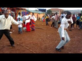 Варламов на дискотеке в Уганде