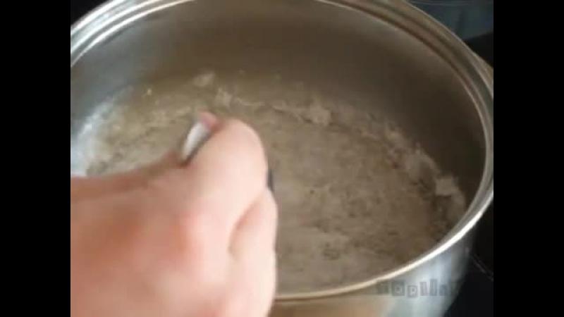 Горячий лёд известный также как ацетат натрия представляет собой жидкость затвердевающую при малейшем воздействии От простог
