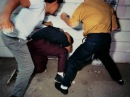 Черная женщина избивает мужчину Woman vs man