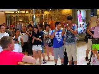 Выступление в китайском супермаркете! (Парень из российской глубинки)