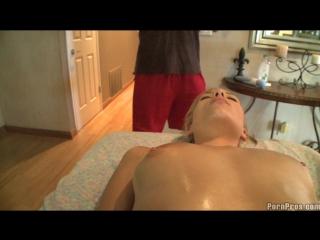 Nicole ray - massage creep - nicole gets loosen up!