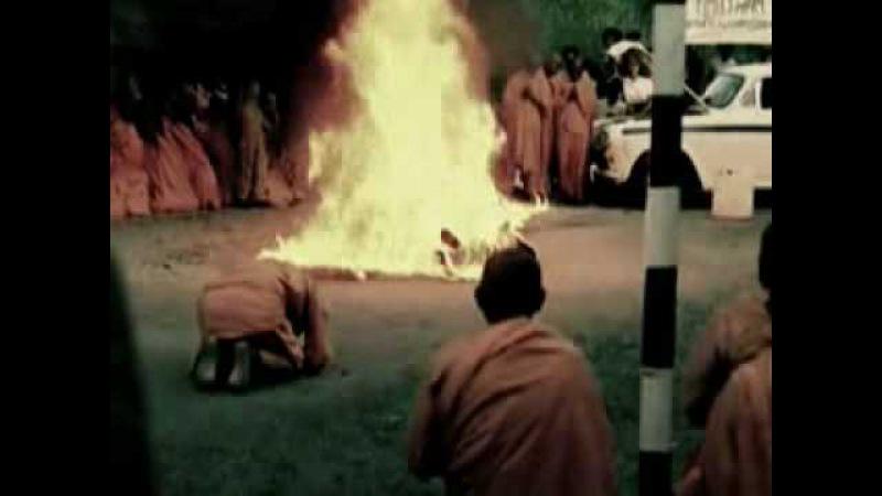 Самосожжение буддийского монаха из Южного Вьетнама Тхить Куанг Дык (1897—11 июня 1963)