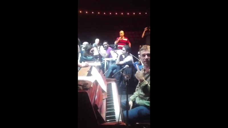 .@africaexpress SyrianOrchestra @Damonalbarn @paulwellerHQ unseen rehearsal clip I snatched. Enjoy !