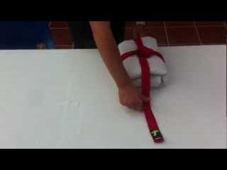 How to fold a gi / Cómo doblar un gi (Aikido Shodokan)