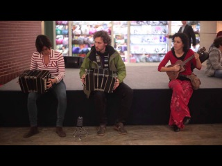 Argentine tango flash mob - Golden Age of no social distancing (Budapest, with bandoneon & dancing)
