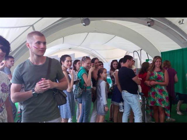 парень вышел из толпы и просто станцевал на Чемпионате мира Kazan FINA