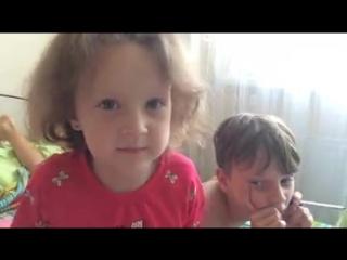 Дети: Не надо лезть к окнам! Можно выпасть, и это опасно