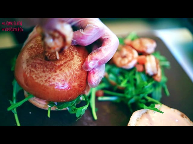 Low Kitchen cooks free in Temabar Video by Ivan Cros