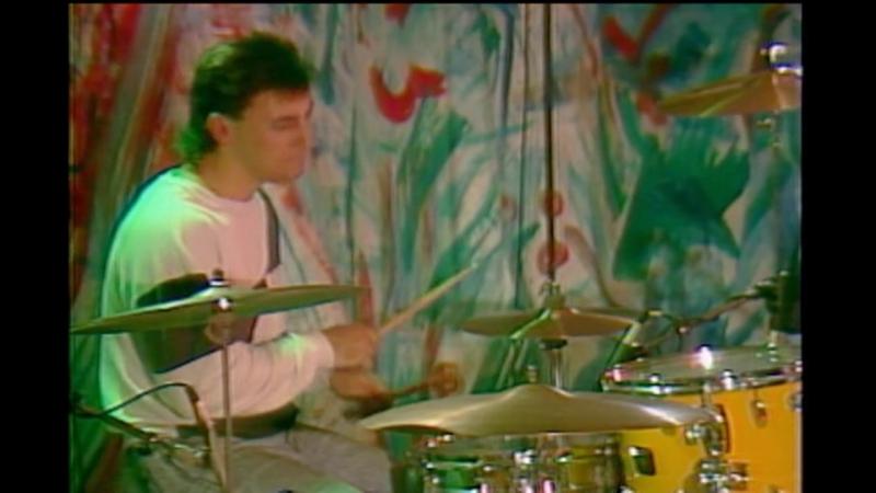 SMASHING PUMPKINS 1988-11-19 - Roselle Music, Roselle, IL, USA, 15 - Jennifer Ever (Abandoned)