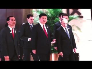 После фэмили-фото Путин с Си пошли впереди колонны участников G20 в зал заседаний, а Обама куда-то потерялся.