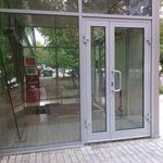 Алюминивая дверь
