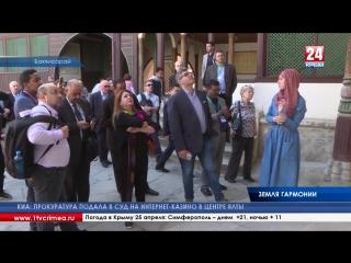 Путешествие по страницам истории. Журналисты из мусульманских стран посетили Ханский дворец и Зынджирлы медресе в Бахчисарае Сот