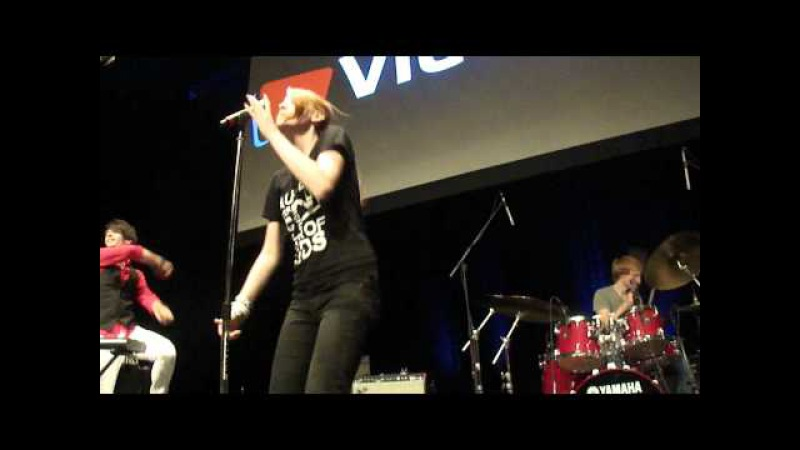 Meekakitty, Heyhihello and Luke Conard perform Live at Vidcon 2011