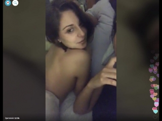 Полуголая девушка с подругой угарают в кровате. Перископ двух русских малолетних лесбияночек