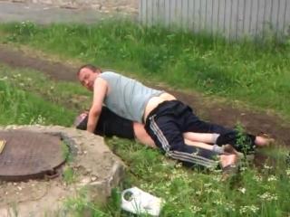Tak ukraińcy umilają sobie czas. украинцы делают свое время более приятным.