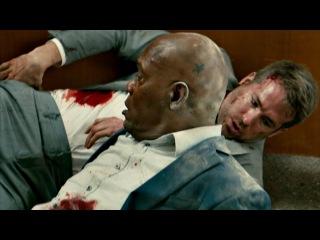 Майкл Брайс закрывает Кинкейда от пули. Вот это реально тройная защита. Телохран...