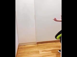 Саша Спилберг виляет попкой