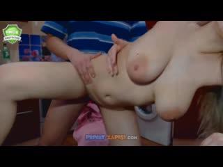 Ебёт девушку с большими дойками в прямом эфире (стрим,twitch,sex,porno,homeporn,домашнее)