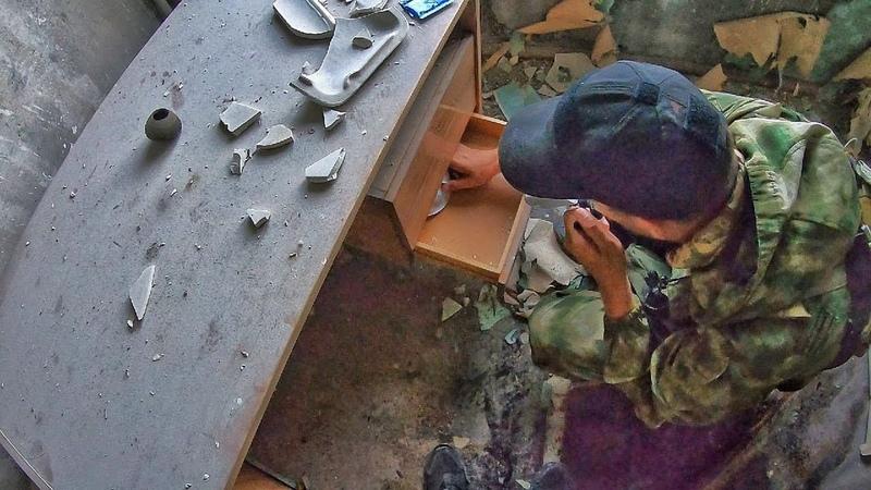 Нашел тайник сталкеров в Припяти. Вскрыли заброшенную квартиру в Чернобыле спустя 33 года